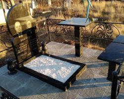 Гранитный памятник на могилки